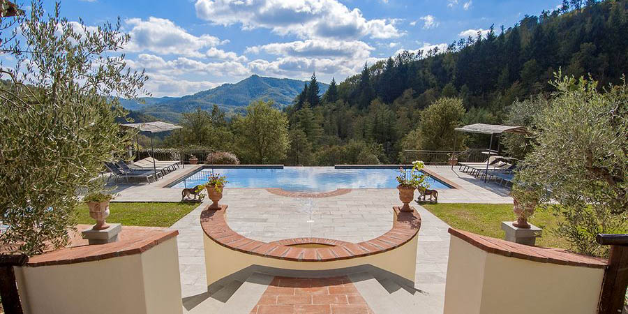 Holiday villa for 10 with infinity pool in Casentino, Arezzo, Tuscany, Italy