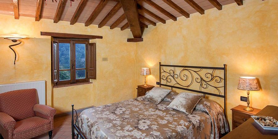 Luxury Tuscany villas for 10 with pool and sauna near Arezzo