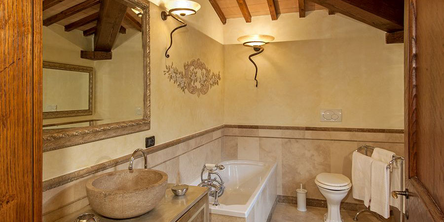 Luxury Tuscany holiday villa, sleeps 10 near Arezzo in the Casentino Valley