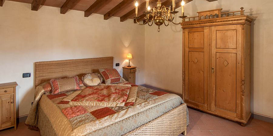 Luxury Casentino villa for 10 with pool, near Arezzo in Tuscany